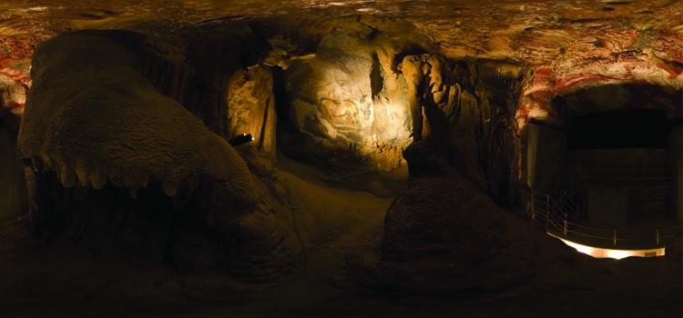 Asturias con niños: Visita la Cueva de Cuevas con lámpara de tuétano