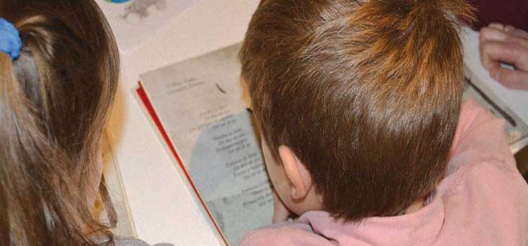 Asturias con niños: Club de lectura Baby en La Laboral